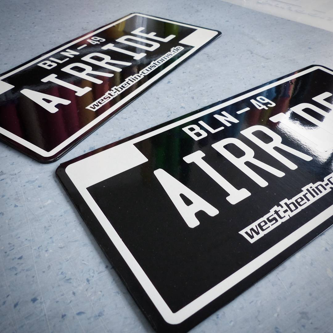 A new set of individual license plates for my actual project. Berlin 49 is an old declaration for a south western suburb. Ein brandneuen Satz Kennzeichen für mein aktuelles Projekt. Wer kann mit 1000 Berlin 49 noch etwas anfangen? ?⁉️