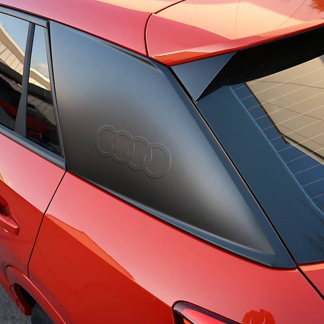 Audi installed some massive 'Blades' on Q2 rear pillars. In silver they look pretty strange on an orange car. So I wrapped them in flat black with some ORACAL 970 series vinyl and added a little logo first. +OneHappyCustomer Germany