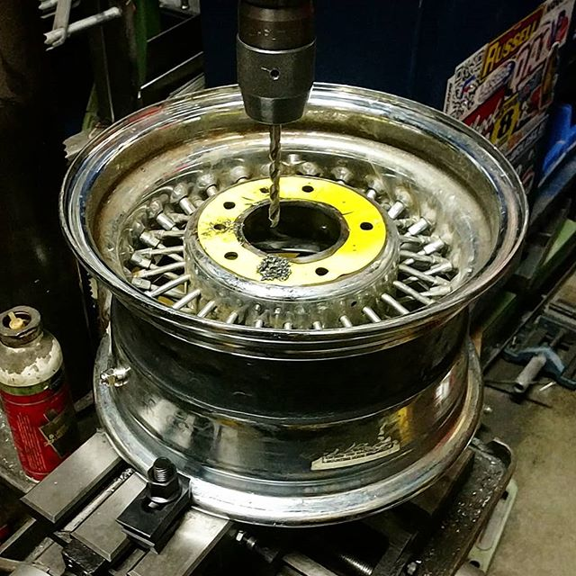 I guess it's time for a fresh bold pattern for the 13inch wire wheels. I use a selfmade stencil and soon we will 'go round and round'. Take care