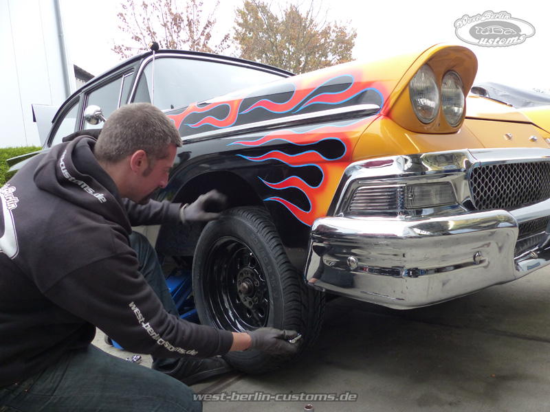 Chrom und Flammen – FORD Custom 300